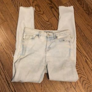 Light wash Moto jeans with knee hole